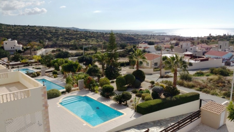 Stunning 3 Bedroom Villa in Peyia with Amazing Sea Views