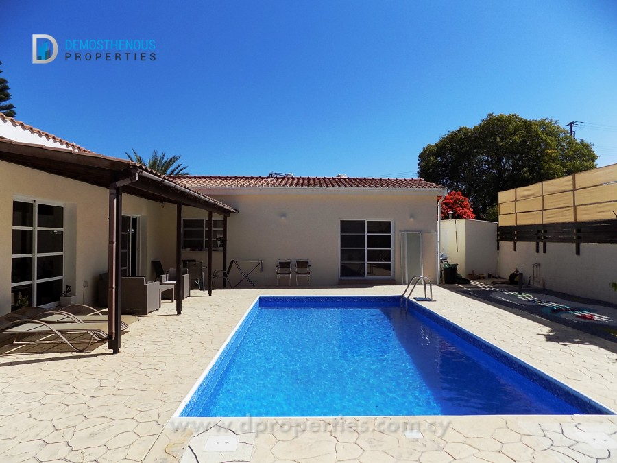 For Sale 3 Bedroom Bungalow in Moutalos